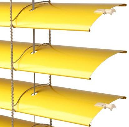 Řez lamelami venkovní žaluzie Cetta 80 a Cetta 80 flexi ve žluté barvě